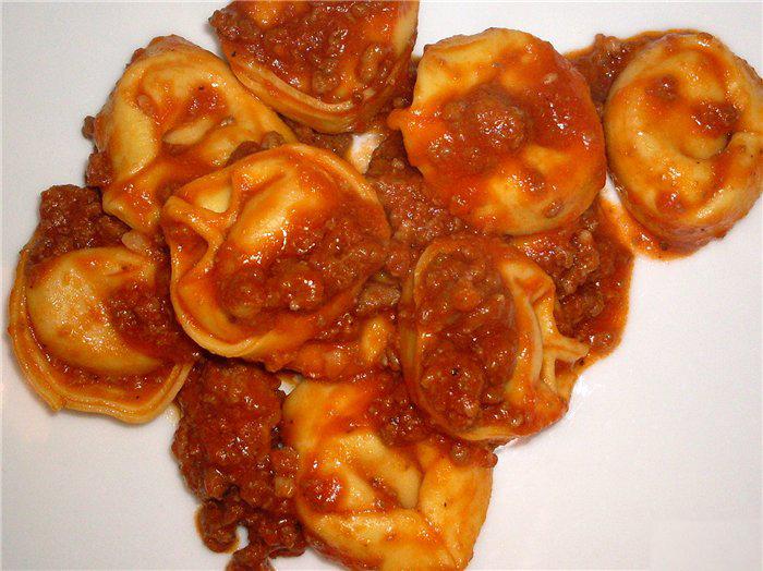 Koldūnai su pomidorų padažu