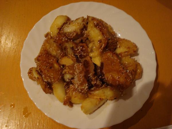 Egzotinis patiekalas: Obuoliai karamelėje kiniškai