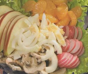 Salotos su obuoliais, mandarinais ir pievagrybiais