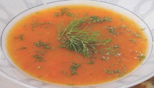 Pertrinta pomidorų ir morkų sriuba