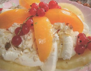 Varškės ir vaisių desertas