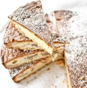 Pyragas su baltu šokoladu ir graikiniais riešutais