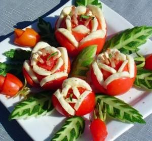 """Jautienos ir pomidorų užkanda """"Gėlės"""""""