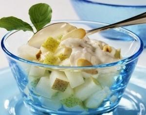 Vaisių desertas su grietine