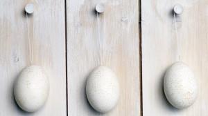 Tesiog kabantys velykų kiaušiniai