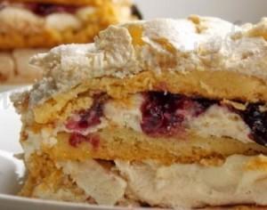 Trupininis tortas su beze ir virtu kremu