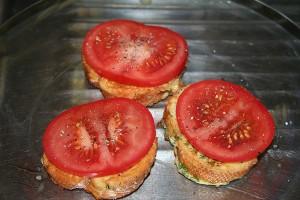 karsti sumustiniai su pomidorais ir suriu6