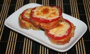 karsti sumustiniai su pomidorais ir suriu8