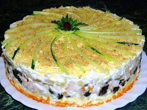 Салат чернослив с курицей слоеный рецепт с