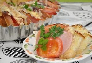 Karštas sumuštinių pyragas pusryčiams