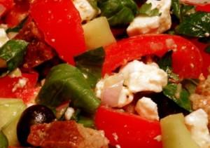 Prancūziškos salotos su daržovėmis ir brinza