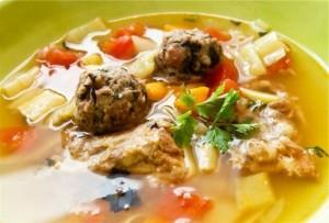 Paprasta sriuba su frikadelėmis
