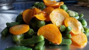 Lašiša kepta orkaitėje su daržovių garnyru
