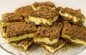 Kakavinis varskės pyragas su kondensuotu pienu