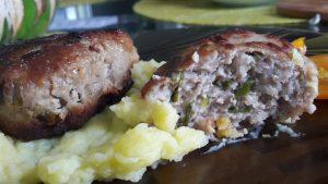 Mėsos ir svogūnų laiškų kotletai
