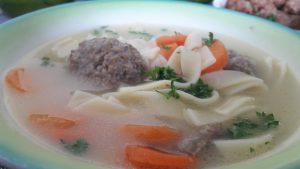 Makaronų sriuba su grybų - mėsos kukuliais