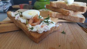 Putpelių kiaušinių, lašišos ir sūrio užtepėlė