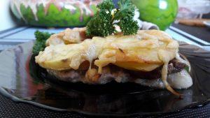 Bulvėmis, grybais ir sūriu apkepti pjausniai