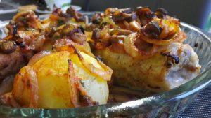 Kepta starkinė nototenija su padažu ir bulvėmis