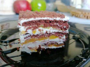 Nekeptas sausainių, maskarponės ir persikų pyragas