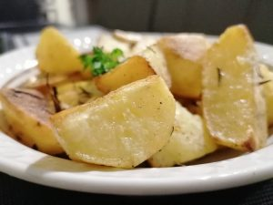 Traškios bulvės orkaitėje pagal J. Oliverį
