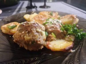 Maltinukai ir bulvės su padažu, iškepti orkaitėje